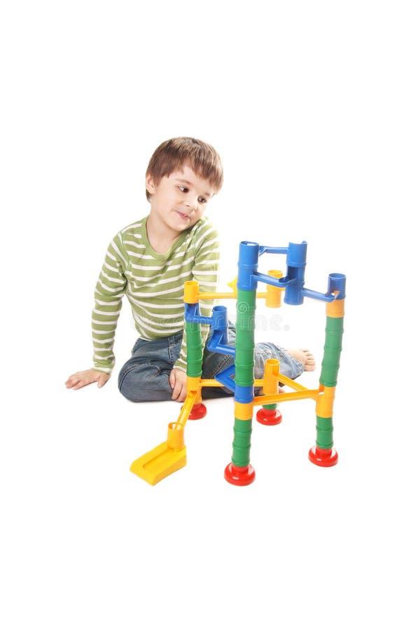 Miúdo que joga com brinquedo imagens de stock royalty free