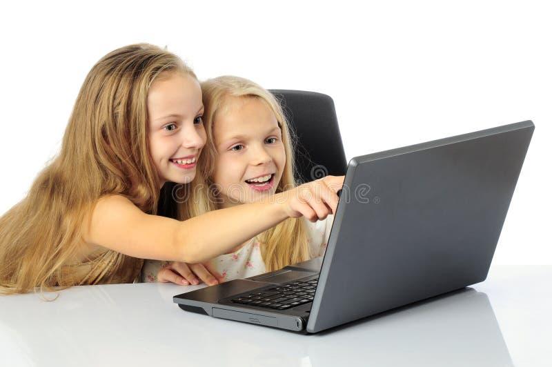 Miúdos com portátil foto de stock royalty free