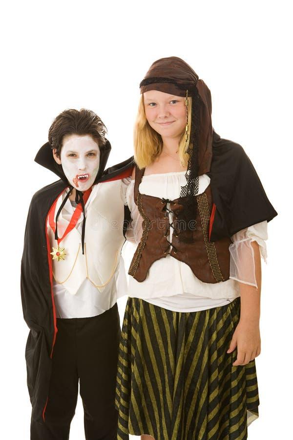 Miúdos de Halloween - irmão e irmã imagens de stock royalty free