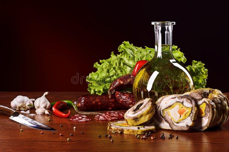 Mięśni produkty z warzywami i pikantność obraz royalty free