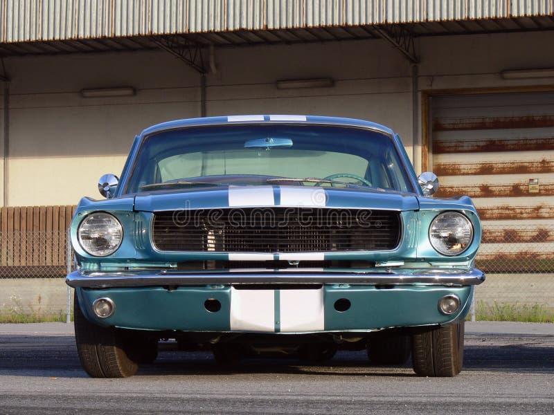 Mięśnia klasyczny Amerykański Samochód - Kruszcowy Błękit obraz stock