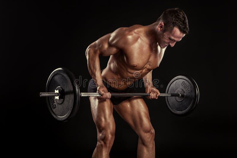 Mięśniowy bodybuilder facet robi ćwiczeniom z dużym dumbbell fotografia stock