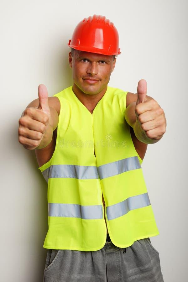 Mięśniowy budowniczy pokazuje kciuk up zdjęcie stock
