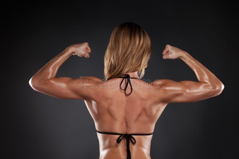 Mięśniowy kobieta plecy w czarnym bikini. zdjęcia stock