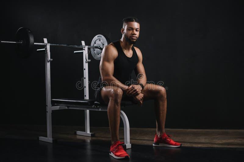 mięśniowy młody amerykanina afrykańskiego pochodzenia mężczyzna obrazy stock