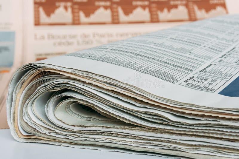 Międzynarodowe biznesowe gazety fotografia stock