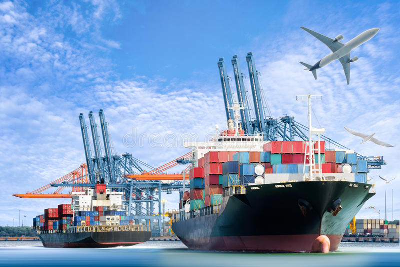 Międzynarodowy zbiornika ładunku statek i ładunku samolot dla logistycznie importa eksportujemy tło zdjęcie stock