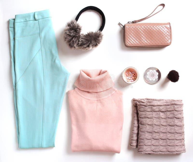 Miękka część kolorów zimy kobiety ubrania ustawiający strój zdjęcie stock