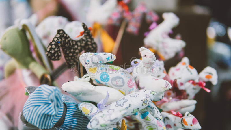 Miękki dziecko bawi się zakończenie Kolorowe miękkich części zabawki dla dzieci płytkie ogniska, obrazy stock