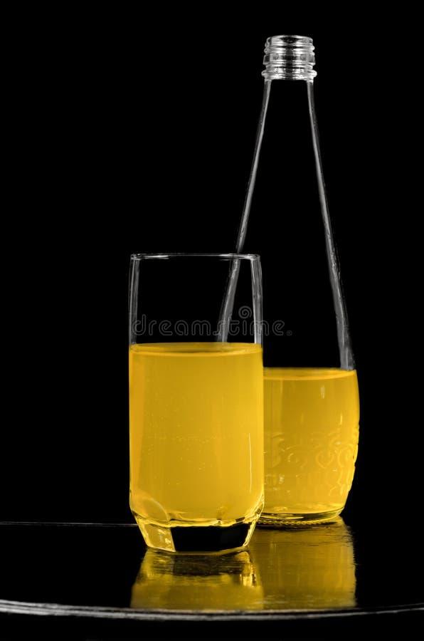 Miękki napój w butelce i szkle fotografia royalty free