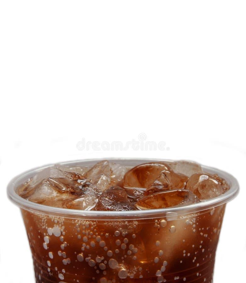 Miękki napój, wystrzał, koksowniczy plastikowy szkło z lodową fotografią, zdjęcie stock