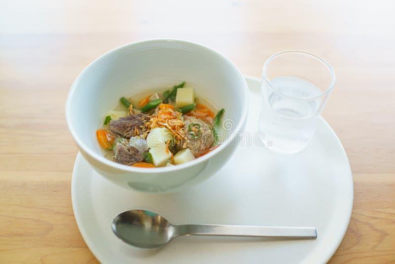 Mięsna polewka z warzywami fotografia stock