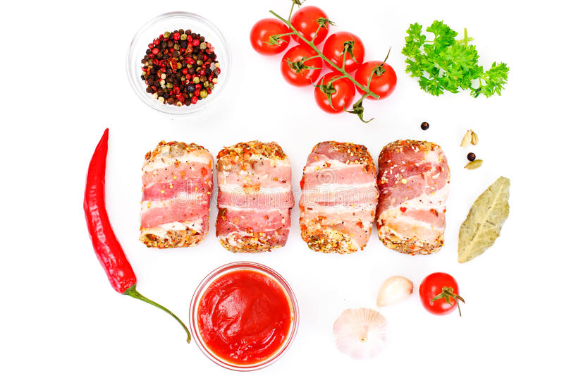 Mięsne rolki w bekonie, kotleciki Zawijali wołowinę z pieczarkami obraz stock