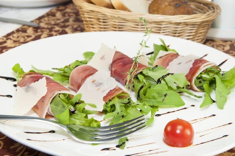 Mięsne rolki z mięsem i zieleniami obrazy stock