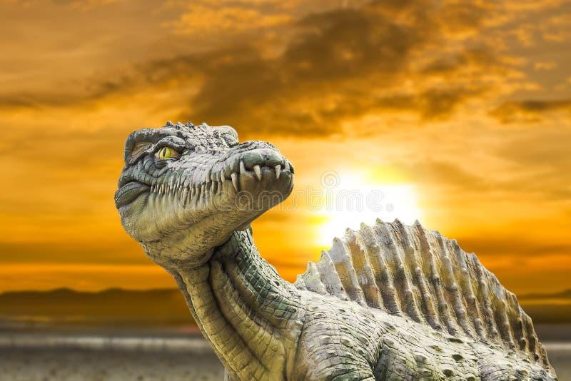 Mięsożerny dinosaur od strony obraz royalty free