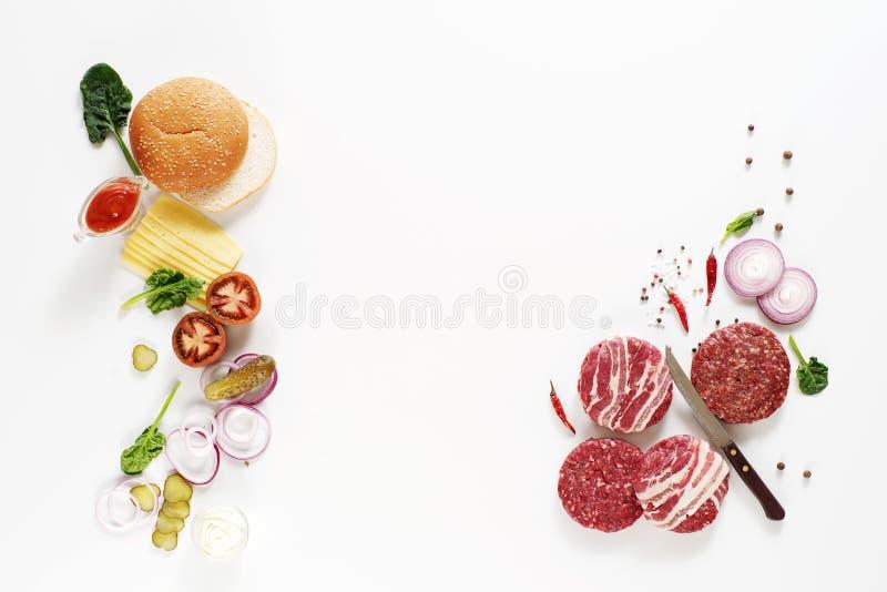 Mięso i różnorodność hamburgery na białym tle Odgórny widok Przestrzeń dla teksta zdjęcie royalty free