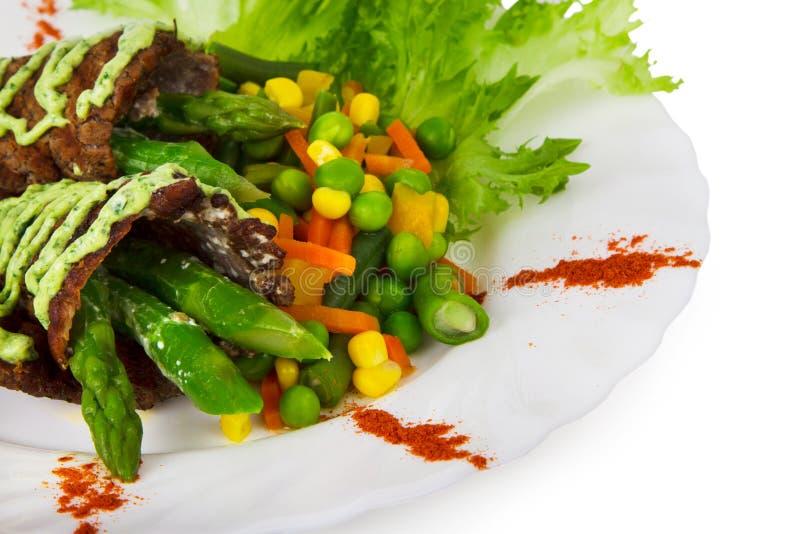 Mięso piec na grillu z warzywami zdjęcia royalty free
