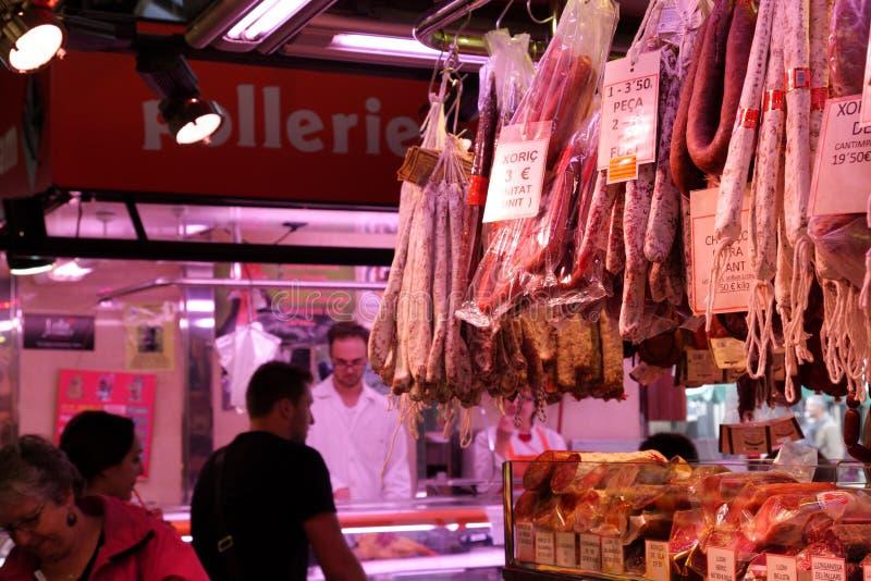 Mięso wystawiający przy losem angeles Boqueria, Barcelona zdjęcia stock