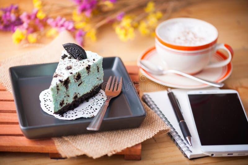 Miętowy cheesecake w kawiarni zdjęcie stock