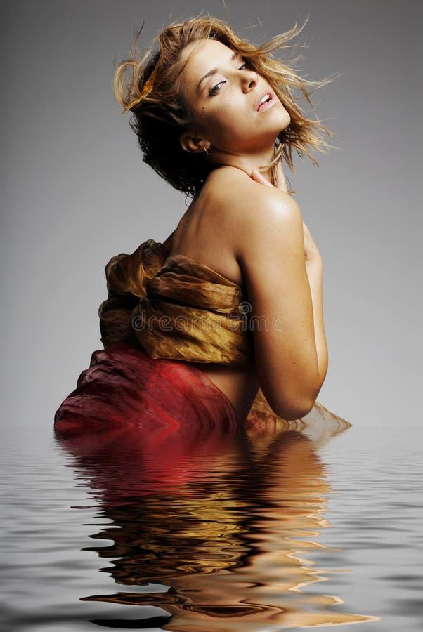 miłego refleksje seksowna kobieta wody fotografia royalty free