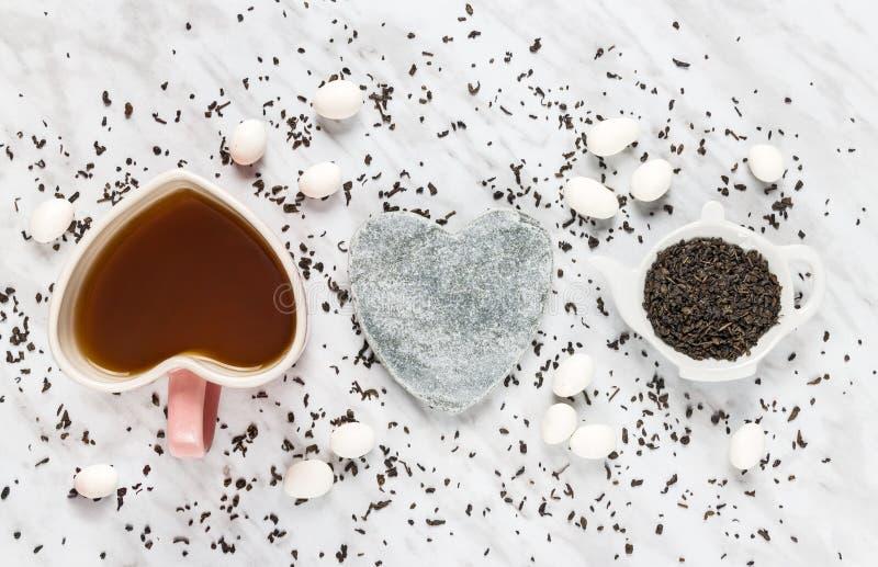 Miłość dla zielonej herbaty i biel czekolady zdjęcie royalty free