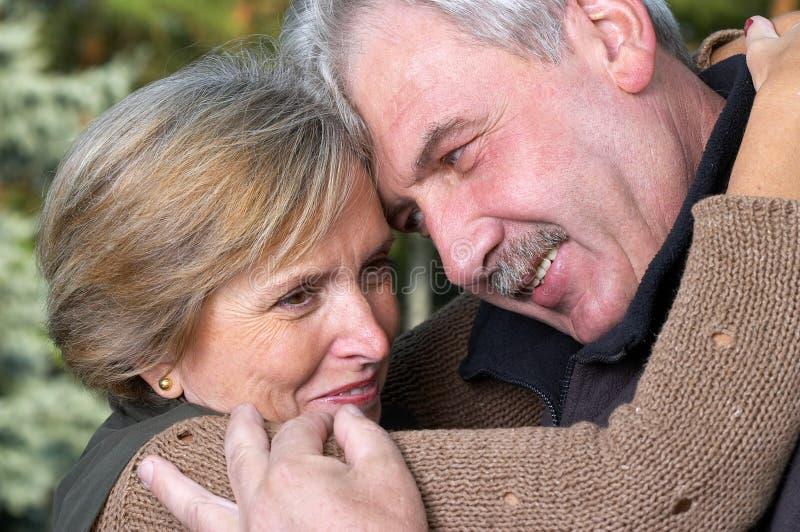 miłość pary dojrzałe zdjęcia royalty free
