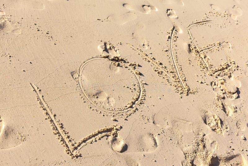 Download Miłość pisać na piasku obraz stock. Obraz złożonej z emocja - 53779357