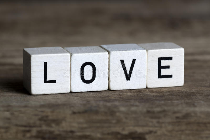 Miłość, pisać w sześcianach zdjęcie stock
