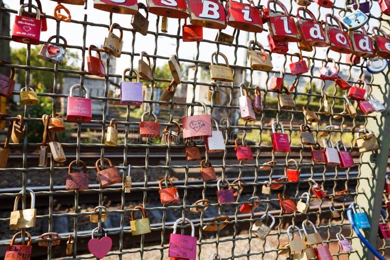 Miłość szafki na Hohenzollern moscie fotografia royalty free