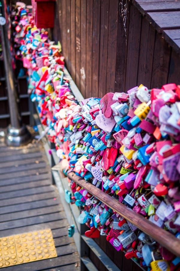 Miłości Kluczowa ceremonia przy N Seul wierza zdjęcia royalty free
