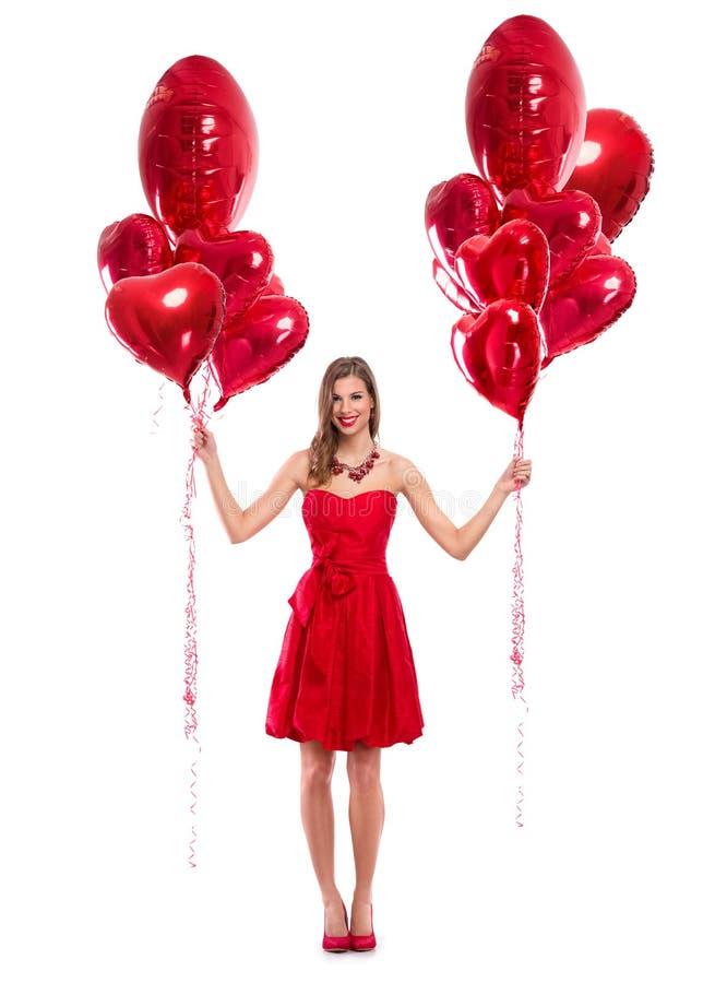 Miłości kobiety mienia czerwieni uśmiechnięci serca obraz royalty free