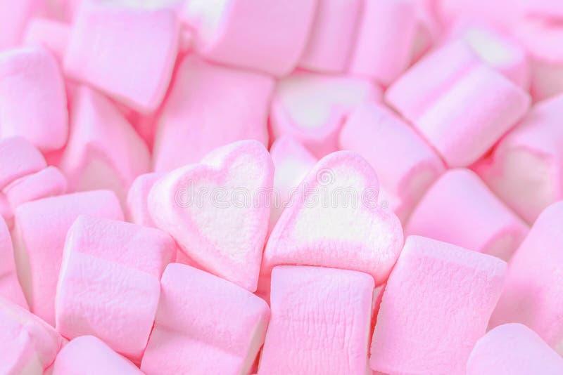 miłości mężczyzna sylwetek tematu kobieta Różowi marshmallow serca Walentynki ` s dnia tło obraz royalty free