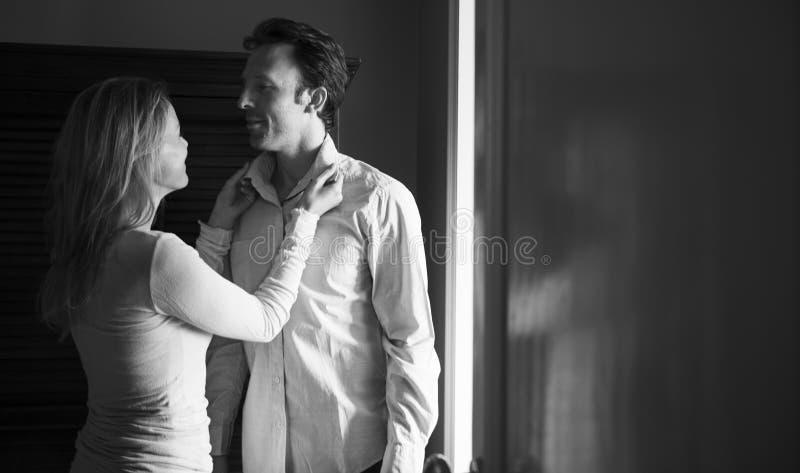 Miłości pary Opatrunkowa Up doskonałość obrazy stock