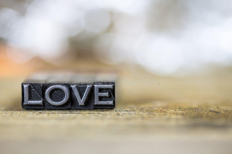 Miłości pojęcia rocznika metalu Letterpress słowo zdjęcia stock