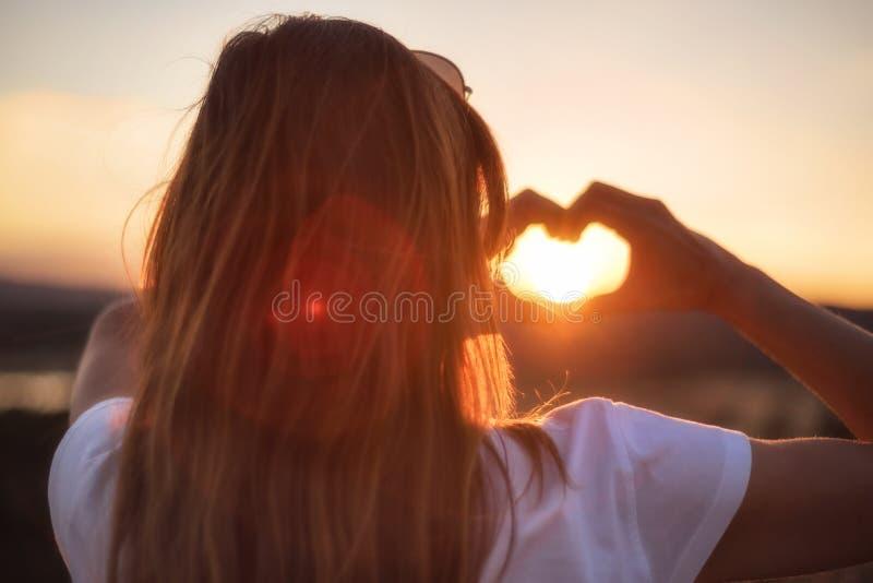 miłości siatki znaka wektor E zdjęcia stock