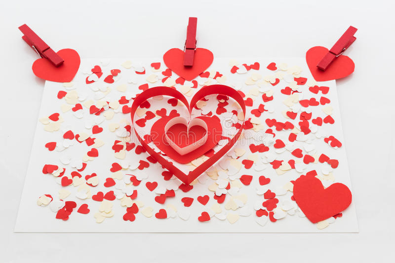 Miłości walentynki serca i czerwieni klamerki obrazy royalty free