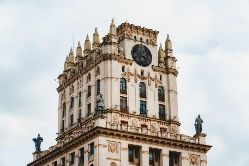Mińsk, Białoruś Jedna z dwóch wież, budynki-wieże znane jako 'Gates of Mińsk' zdjęcie royalty free