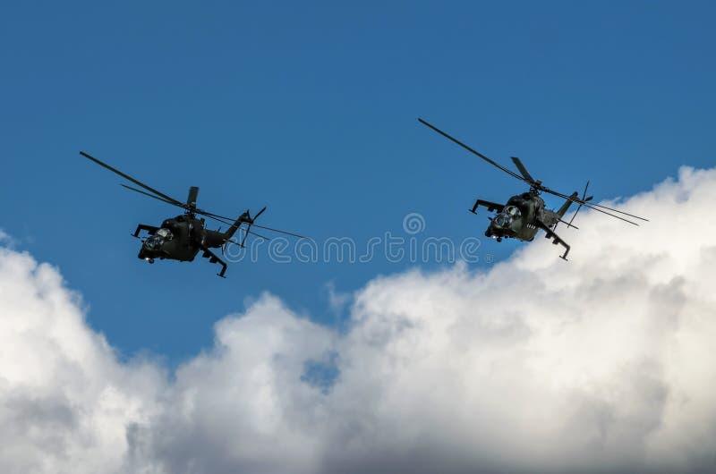 Mi-24 η οπίσθια επίδειξη κατά τη διάρκεια του αέρα του Ράντομ παρουσιάζει 2013 στοκ εικόνα