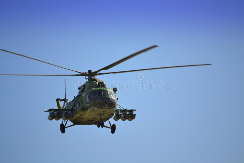 Mi 17 που πετούν στοκ φωτογραφία με δικαίωμα ελεύθερης χρήσης
