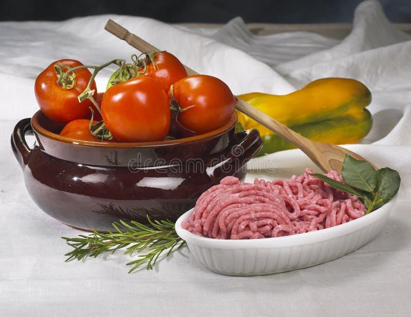 Download Mięso obraz stock. Obraz złożonej z stół, wołowina, biały - 13341709