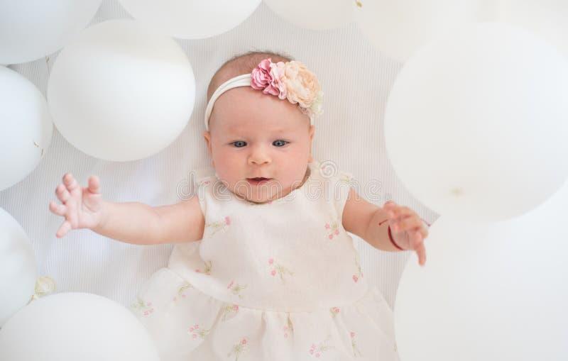 Mi bebé dulce Familia Cuidado de niños El día de los niños Pequeña muchacha Feliz cumpleaños Felicidad de la niñez Retrato de fel foto de archivo