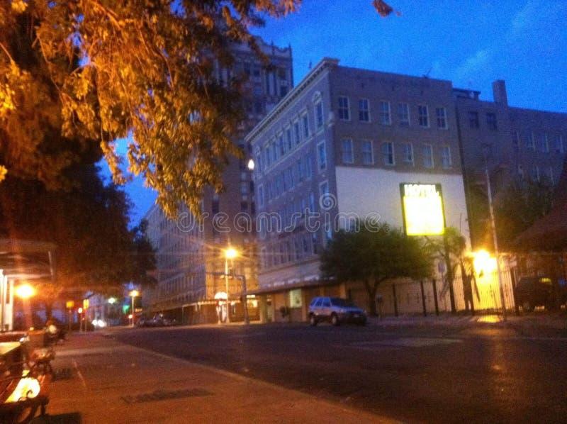 Mi ciudad en la noche foto de archivo