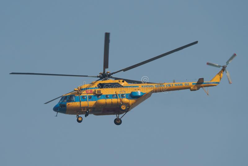 Mi-17 de l'Armée de l'Air de personnes du Vietnam photo stock