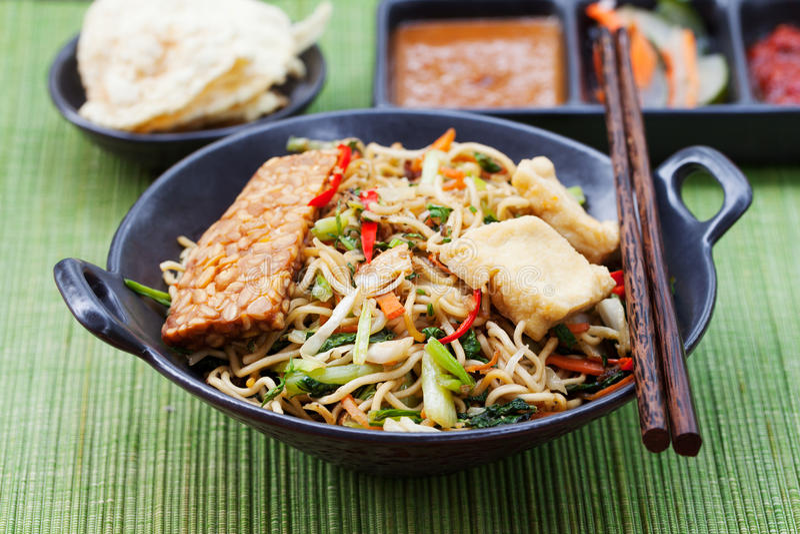 MI-goreng, mee goreng Indonesierküche stockfotos