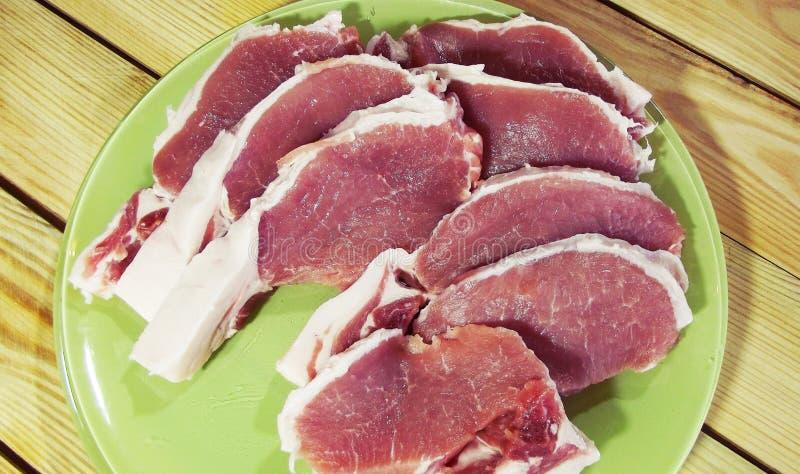 Download Mięso na drewnianym tle zdjęcie stock. Obraz złożonej z kebab - 106902502