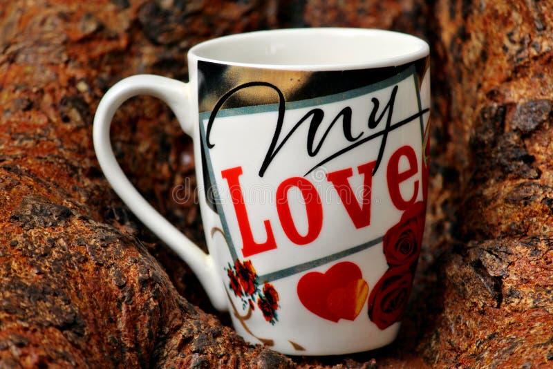 Mi taza de café del amor en fondo de la corteza de árbol fotos de archivo libres de regalías