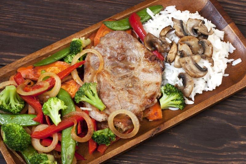 Download Mięso z warzywami obraz stock. Obraz złożonej z niekompletność - 53775899