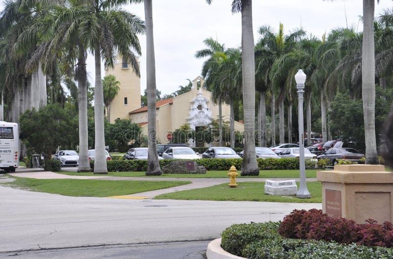 Miami august 9th: Ingångsgränd för hotell Biltmore & klubbhusfrån Coral Gables i Miami från Florida USA royaltyfri fotografi