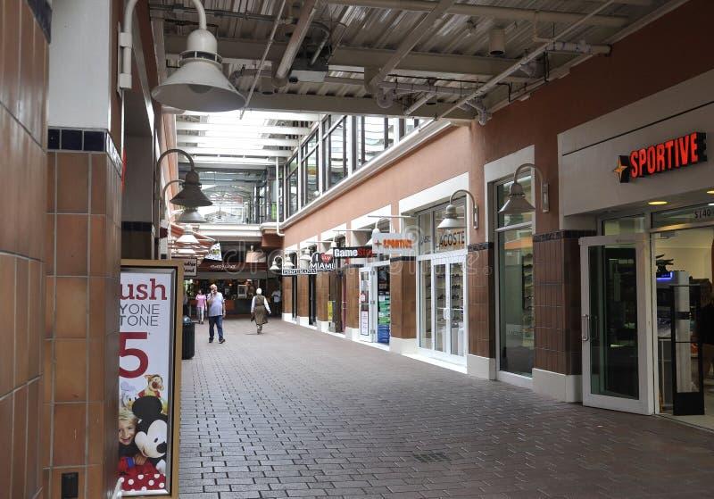 Miami, 9 augustus: Baysidewinkelcentrum van Miami in Florida de V.S. stock afbeelding