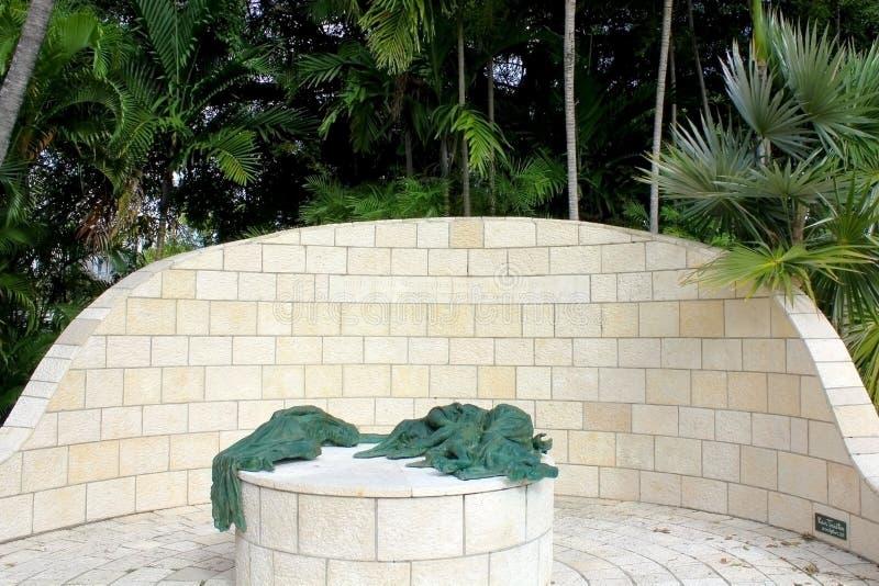 Miami Beach, FL, США - 10-ое января 2014: Статуи мемориала холокоста большой федерации Майами еврейской в Майами, США стоковое изображение